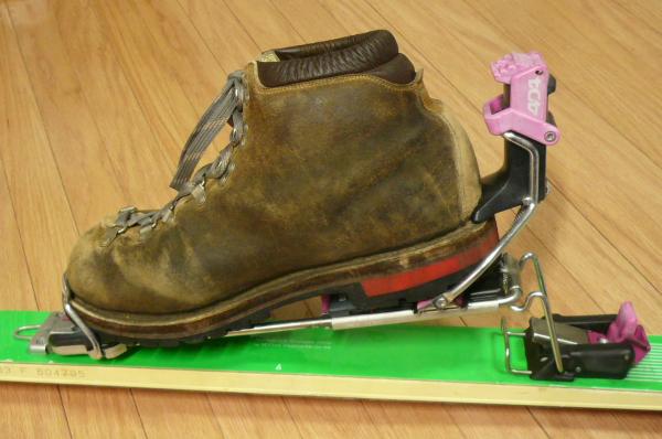 山スキーの、靴とビンディング ...