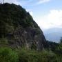 三ツ峠山 - 富士の大観と前景を彩る草原と大岸壁